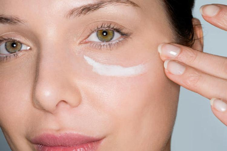 Save the Fruits for a Moisturizing Face Mask