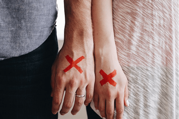 Are You With an Emotionally Unavailable Man? (Here's What You Can Do)